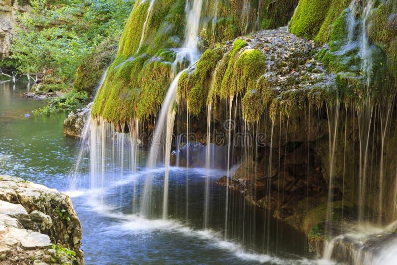 Bigar vattenfall i sommar royaltyfria foton