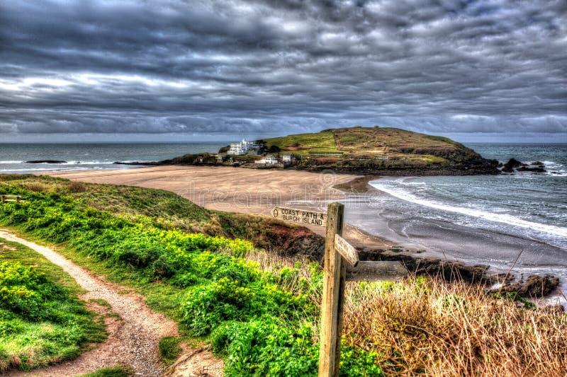 Bigbury-em-mar próximo britânico de Devon England da ilha do Burgh no trajeto sul da costa oeste em HDR colorido vívido brilhante imagem de stock