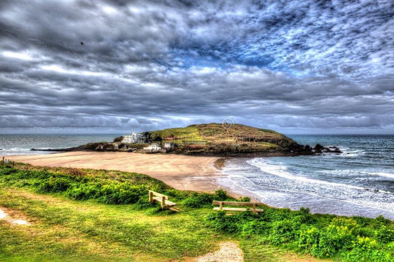 Bigbury-em-mar próximo britânico sul de Devon England da ilha do Burgh no trajeto sul da costa oeste em HDR colorido vívido brilh imagens de stock royalty free