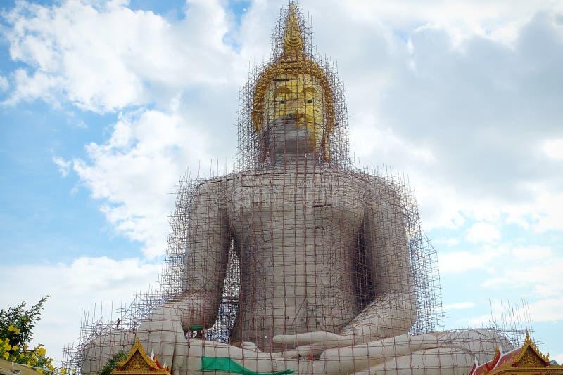 Bigg buddha statue at Angthong, Thailand royaltyfri foto