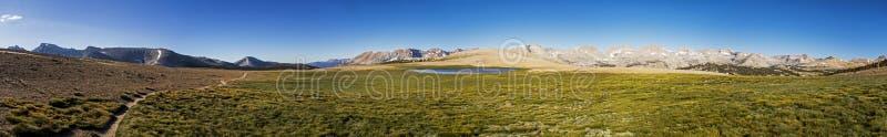 Bighorn-Hochebenen-Panorama, Mammutbaum-Nationalpark, Kalifornien lizenzfreie stockbilder