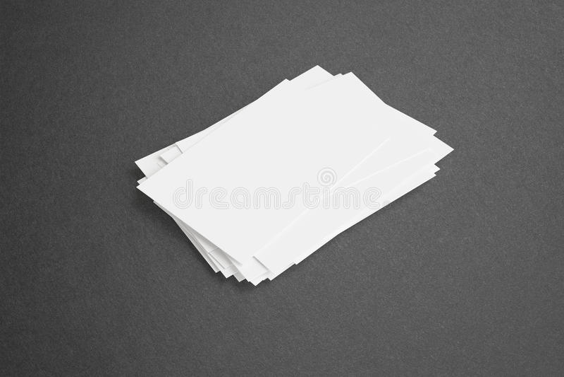 Biglietti da visita in bianco su fondo scuro fotografia stock libera da diritti