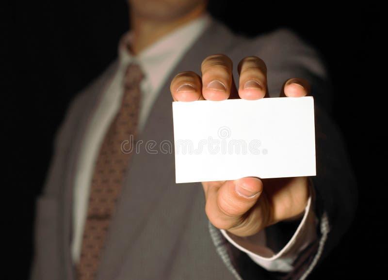 Biglietto da visita della tenuta dell'uomo di affari immagine stock