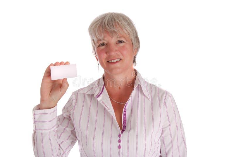 Biglietto da visita maggiore della holding della donna di affari immagine stock libera da diritti