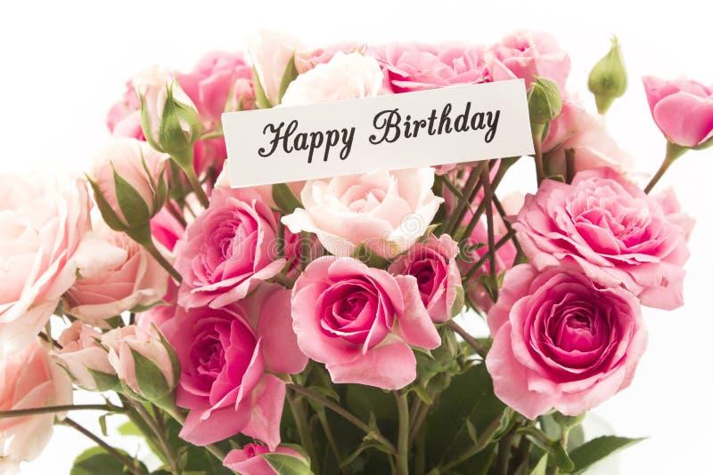 Biglietto di auguri per il compleanno felice con il mazzo delle rose rosa fotografia stock