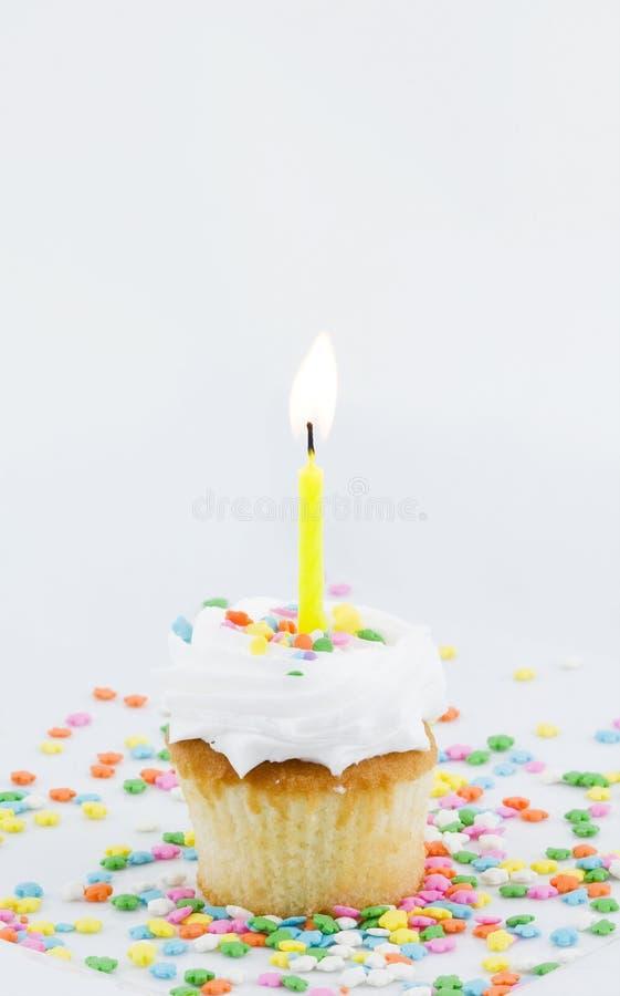 Bigné e singola candela immagini stock libere da diritti