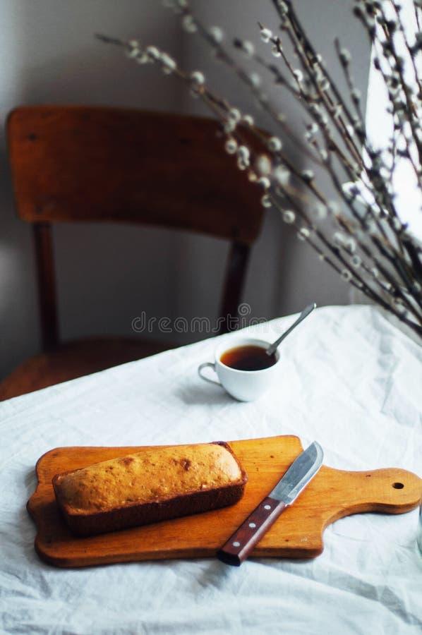 Bigné per la prima colazione Designazione rustica di buio Con il retro filtro e fotografia stock libera da diritti