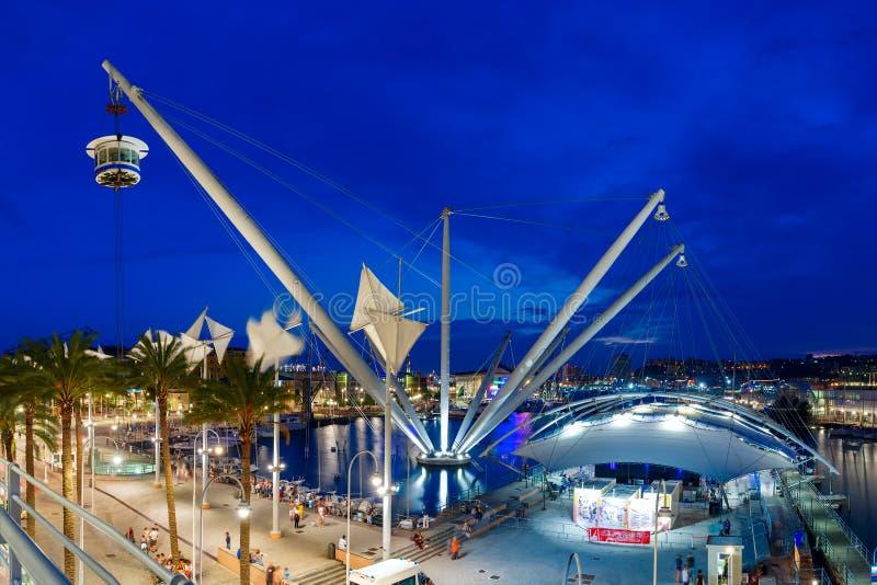 Bigo in porto di Genova alla notte, Italia immagini stock