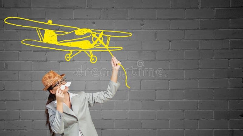 Bigote de papel que intenta de la empresaria fotos de archivo