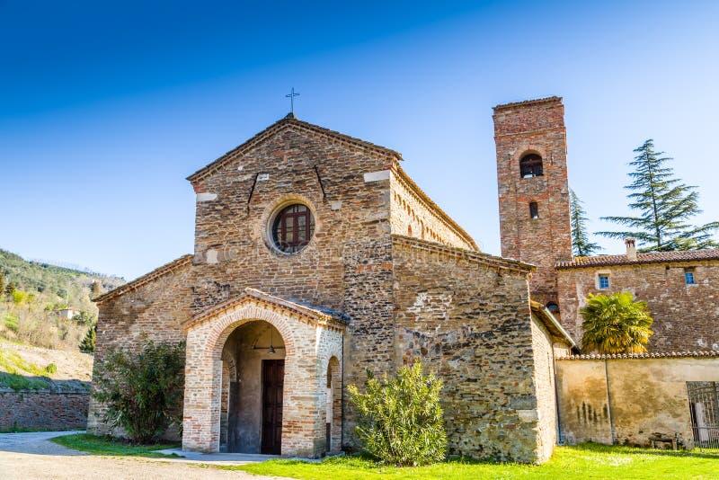 Bigoterie évocatrice d'une église romane images libres de droits