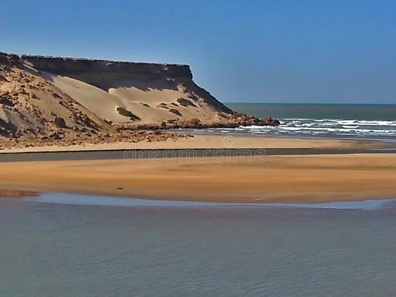 bij de Atlantische kust in Westelijk Afrika stock foto