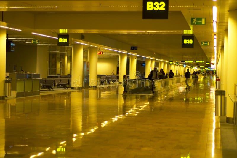 Bij de luchthaven stock afbeeldingen