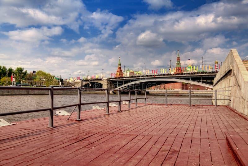 Bij de rivier van Moskou royalty-vrije stock afbeelding