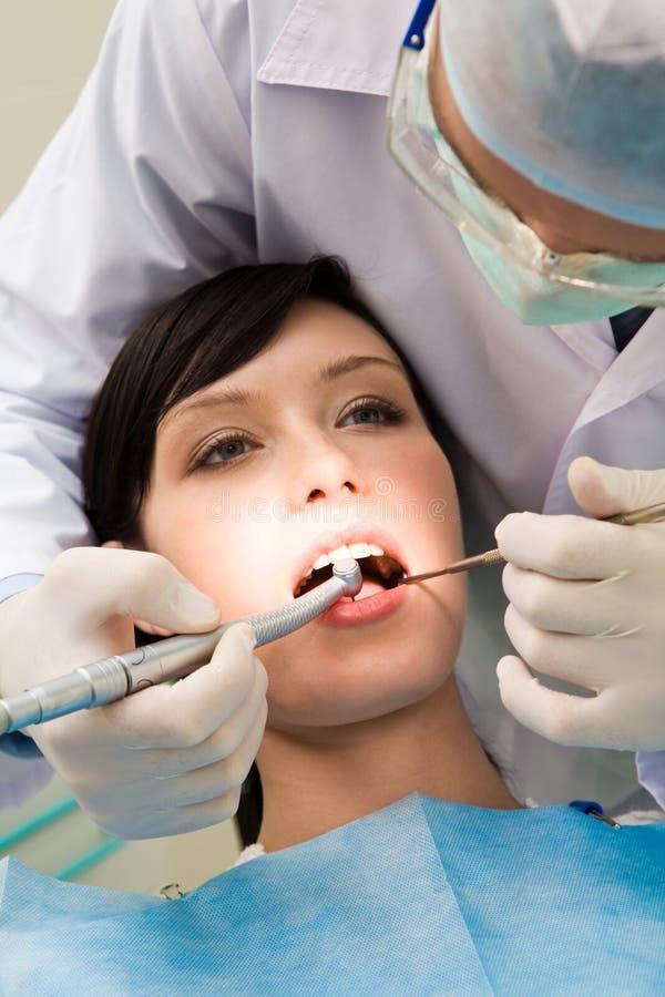 Bij dentistï ¿ ½ s royalty-vrije stock afbeelding