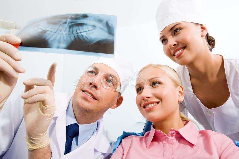 Bij dentist?s royalty-vrije stock afbeeldingen