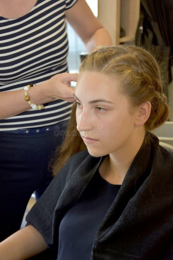 Bij hairdersser royalty-vrije stock afbeeldingen