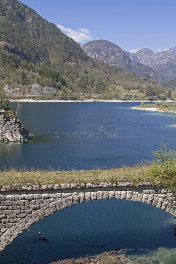 Bij Lago-dei Tramonti in Friuli royalty-vrije stock fotografie