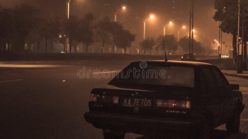 Bij nacht, de straten stock fotografie