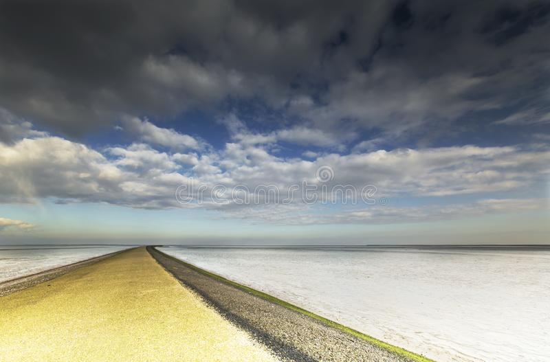 Bij Paesens/Moddergat de Wadddengebied, Tidalflats em Paesens/Modde foto de stock