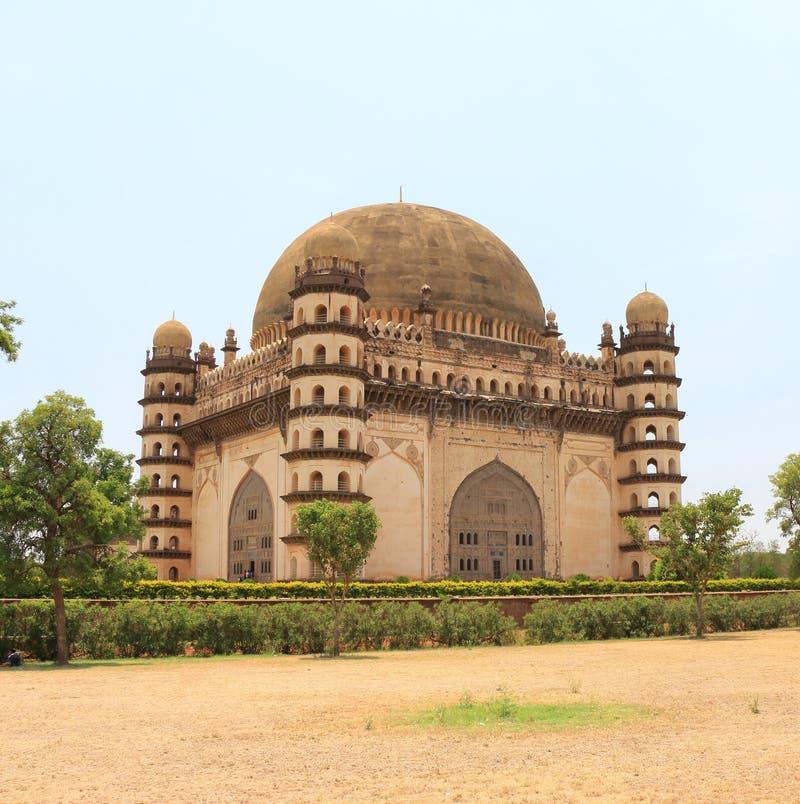Bijapur il Karnataka India del palazzo e del mausoleo del gumbaz di Gol fotografie stock