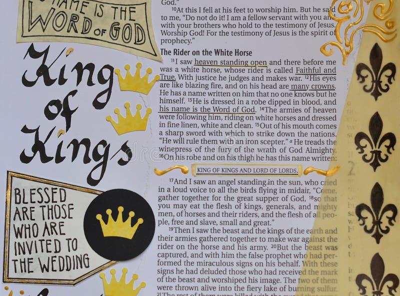 Bijbelkunst die over Koning van Koningen journaling stock foto