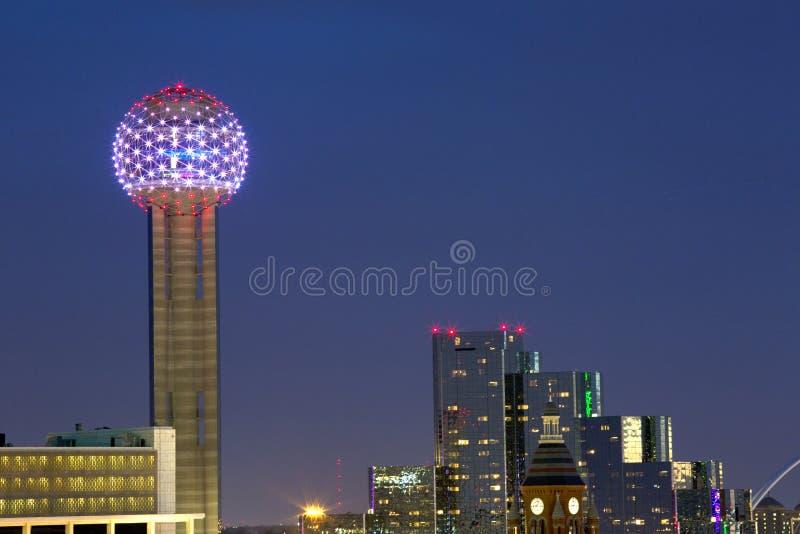 Bijeenkomsttoren bij Nacht stock afbeeldingen