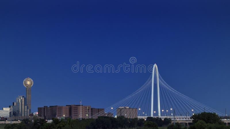 Bijeenkomsttoren en Margaret Hunt Hill Bridge, Dallas royalty-vrije stock afbeelding