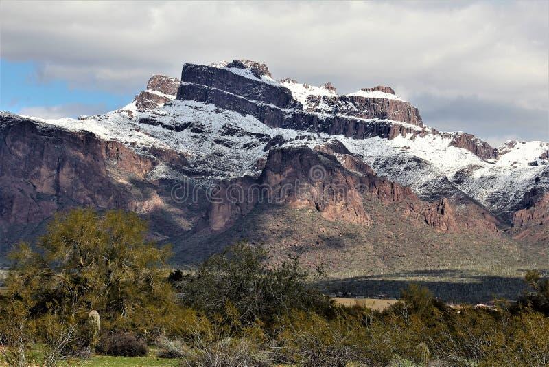 Bijgeloofbergen Arizona, het Nationale Bos van Tonto, Apache-Verbinding, Arizona, Verenigde Staten stock foto's