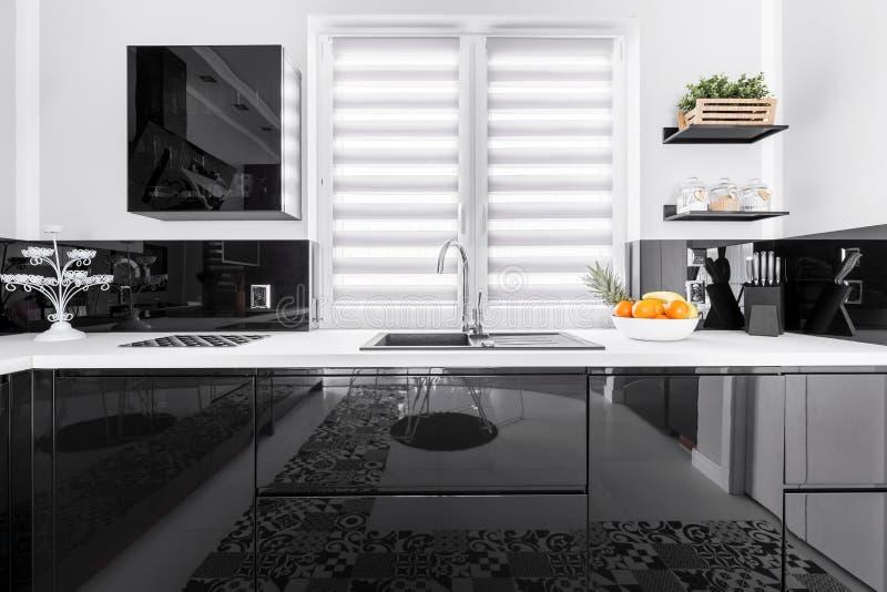 Bijgewerkte modieuze keuken royalty-vrije stock foto