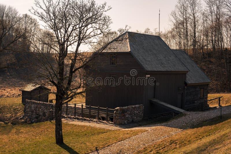 Bijotai, Litouwen: watermolen op de Manier van Dionisas Poska stock foto's