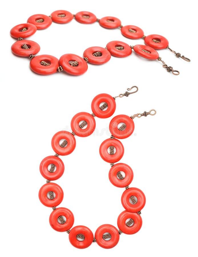Bijou de pierre gemme de corail rouge et d'en cuivre image libre de droits