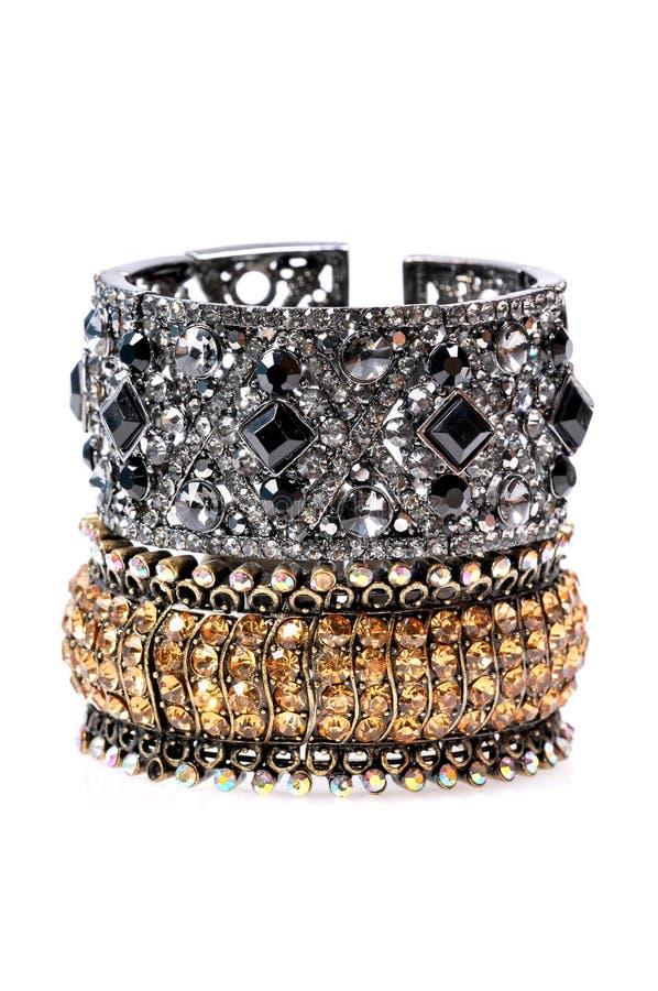 Bijou noir de bracelets en métal images stock