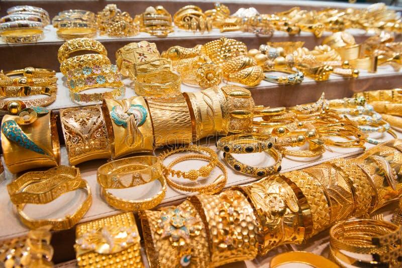 Bijoux au marché de l'or images stock