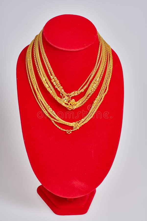 Bijoux d'or sur le fond blanc photographie stock
