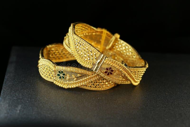 Bijoux de bracelet d'or images libres de droits