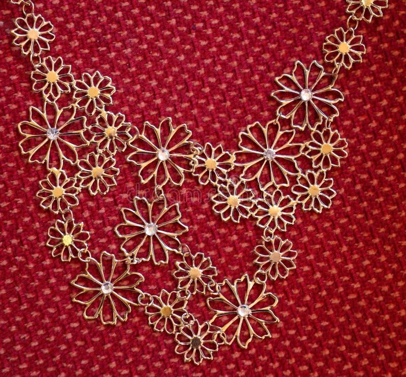 Bijoux kolia na tkaniny tle obrazy stock