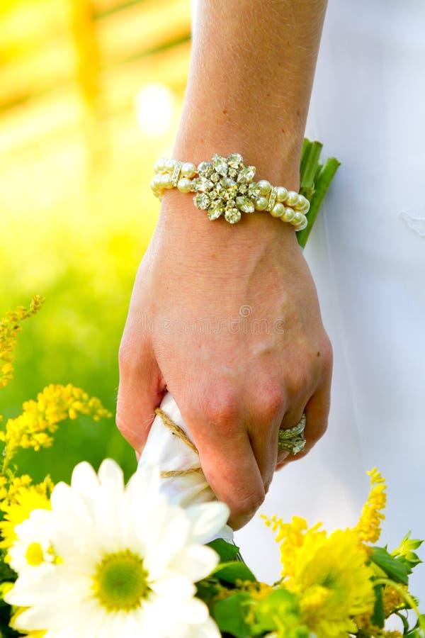 Bijoux nuptiales de perle de bracelet image libre de droits