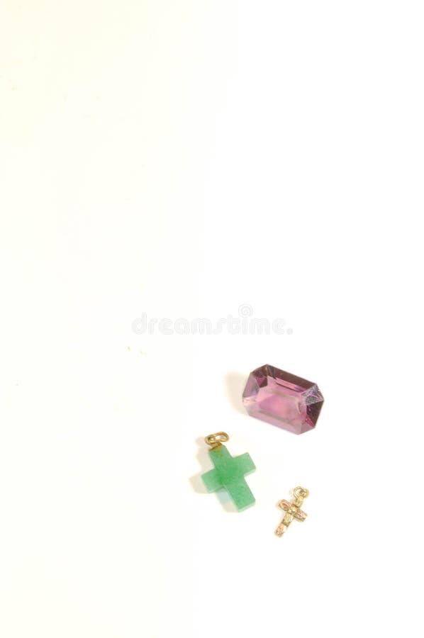 Bijoux, pendants, or, améthyste et jade, croix photos stock