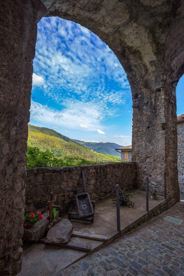 Bijzondere mening van oud middeleeuws dorp in Italië royalty-vrije stock afbeeldingen