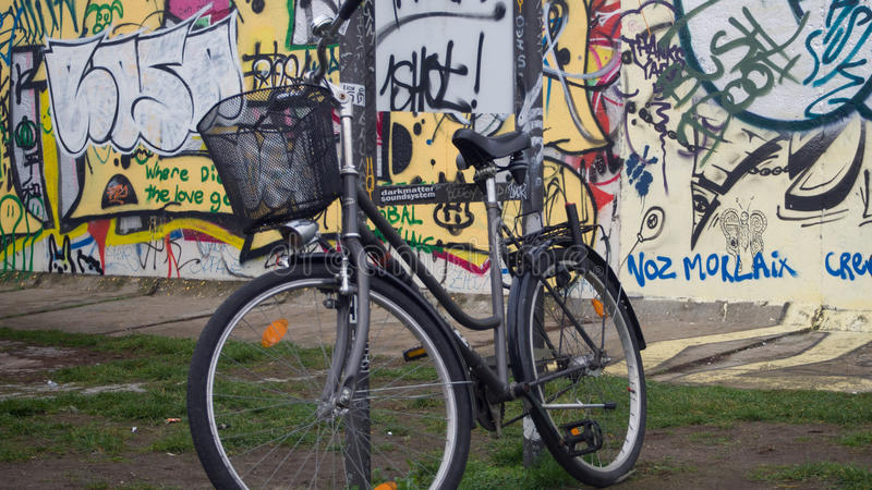 Bike on Berlin Wall stock photos