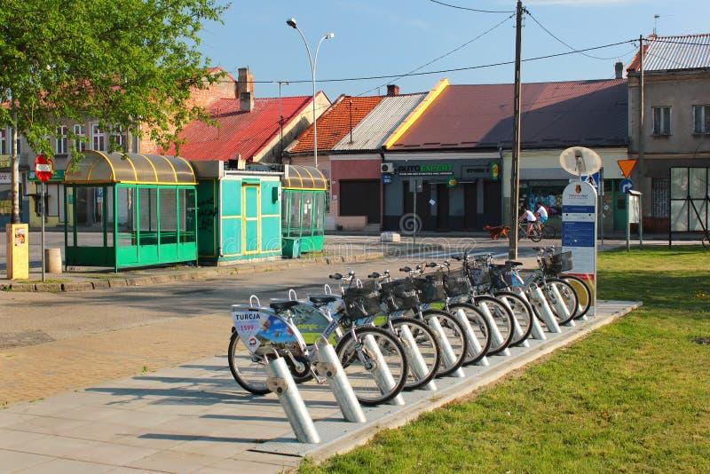 Bike a estação alugado em Stalowa Wola, Polônia foto de stock