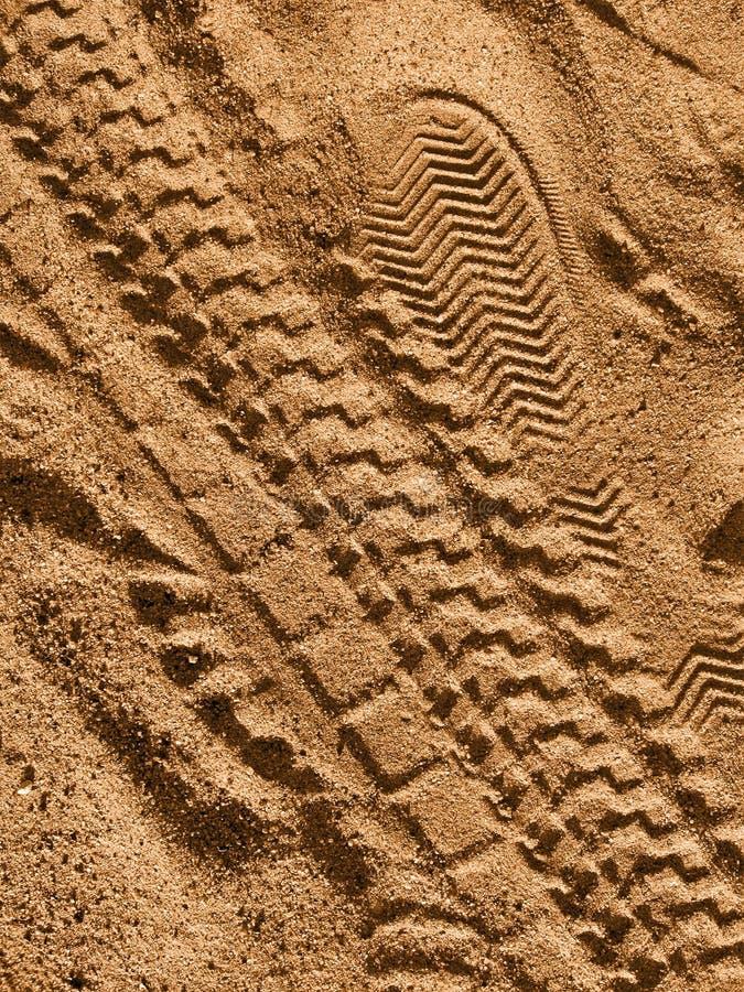 Bike il percorso e l'orma sulla sabbia del grunge, fotografie stock