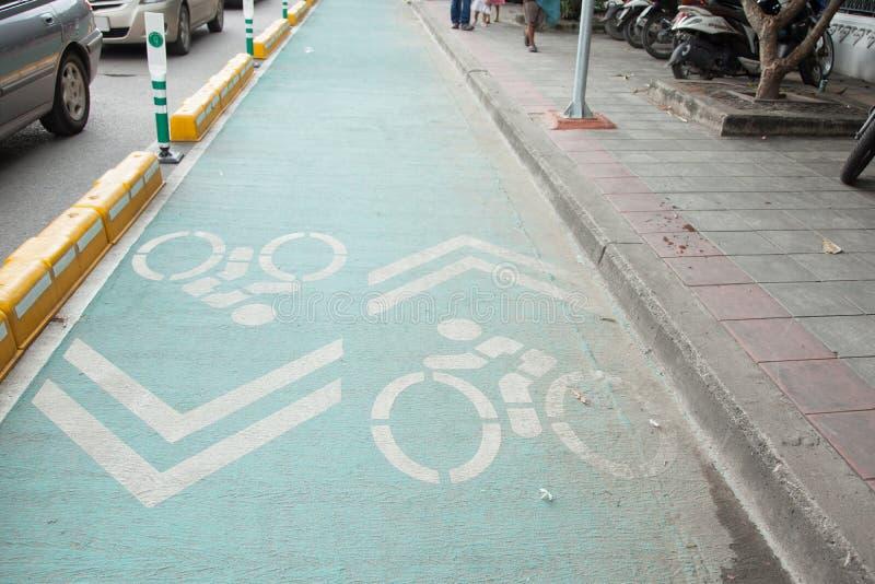 Bike a pista, estrada para bicicletas na bicicleta da cidade, sinal, tráfego imagem de stock royalty free