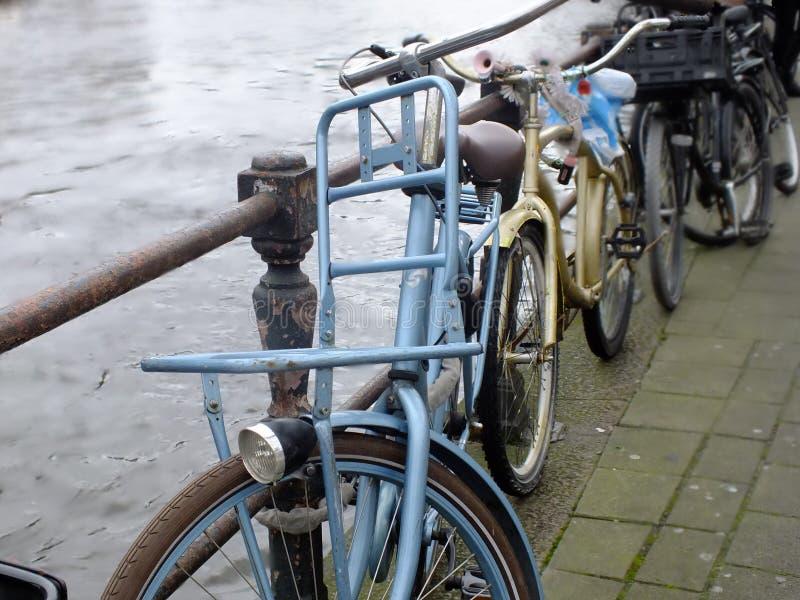 bikes amsterdam стоковое изображение rf