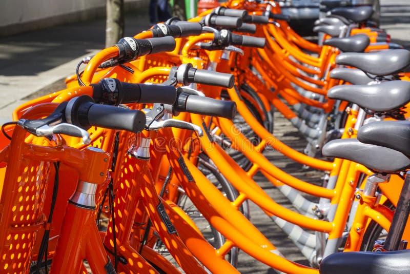 Biketown Portland - hyra cyklar från Nike i staden - PORTLAND - OREGON - APRIL 16, 2017 arkivfoton