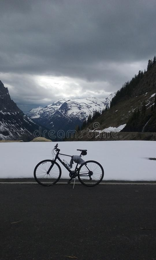 Biking στον ήλιο στοκ φωτογραφία