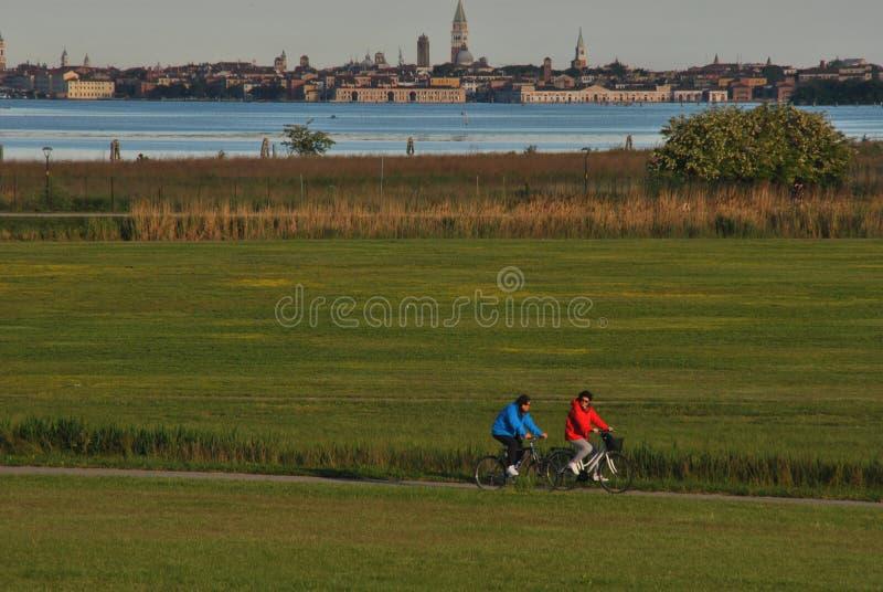 Biking στο πάρκο της Βενετίας στοκ εικόνες