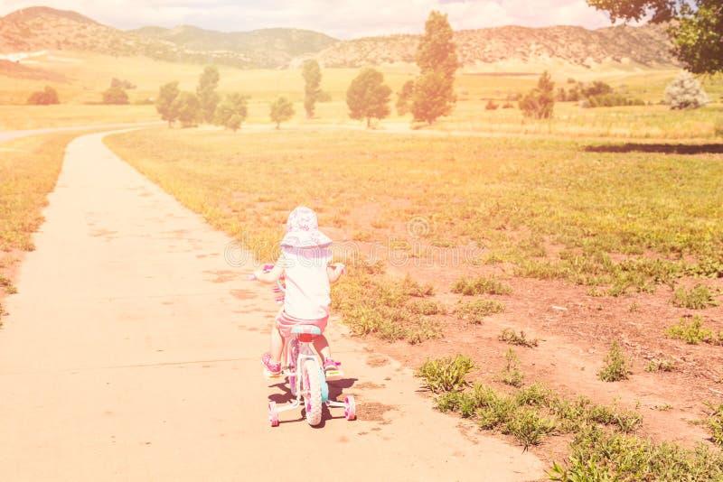 biking royalty-vrije stock afbeelding