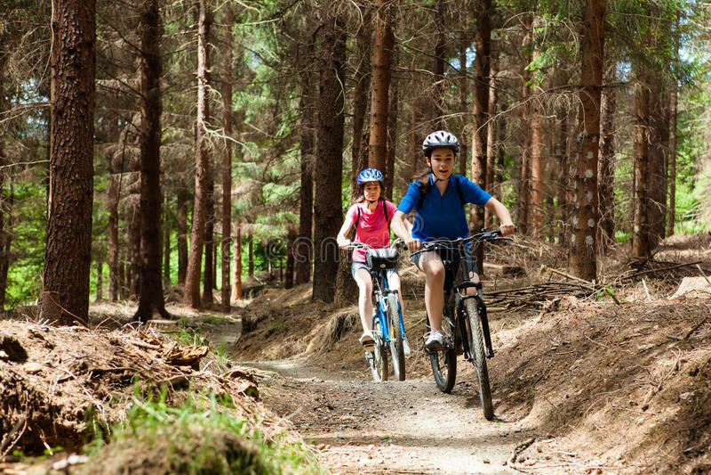 Biking attivo della gente immagini stock libere da diritti