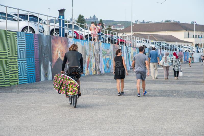 Biking a Bondi imagens de stock